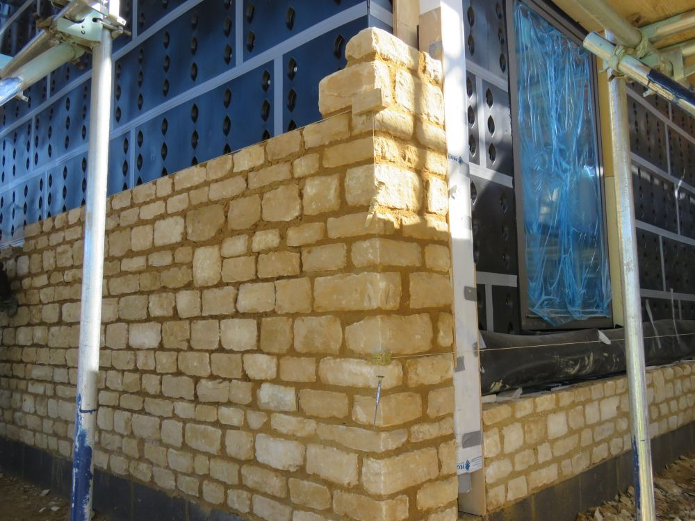 Stone corner feature with SureCav25